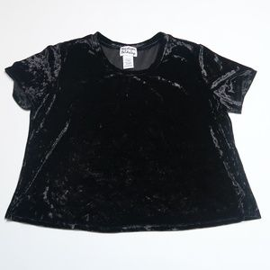 Madison & Berklely black velvety top Sz: L